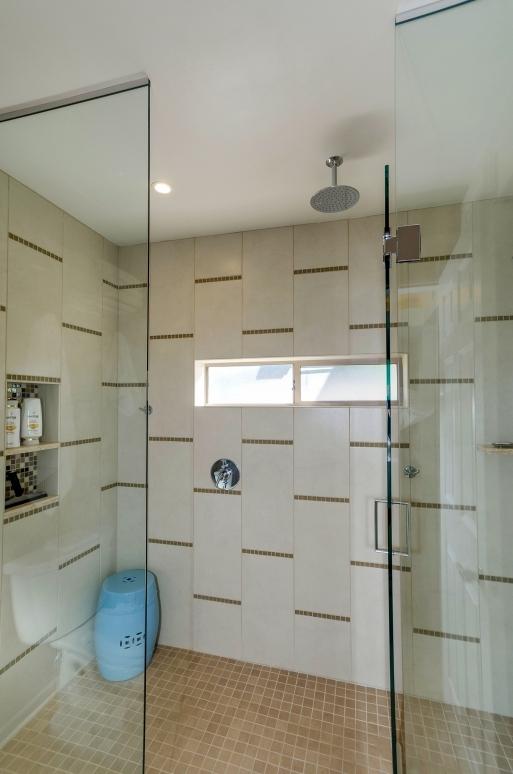 19Master Shower