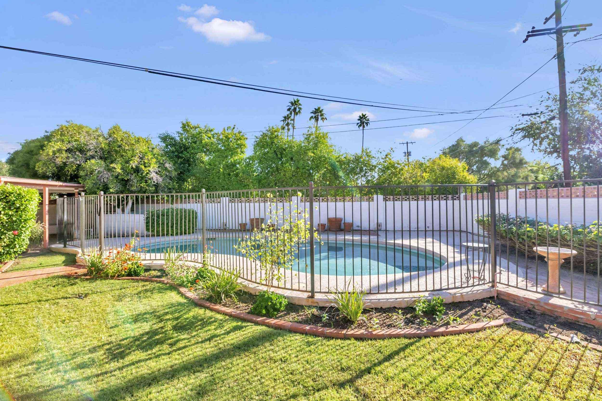 Backyard-Pool